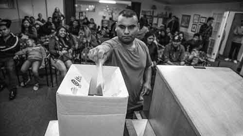 Photo caption: A worker votes to ratify the contract. Credit: David Bacon